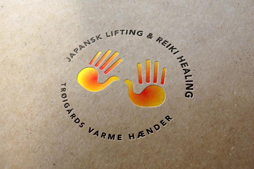 Logo til healer med røde og orange farver i to håndflader til en reiki healer